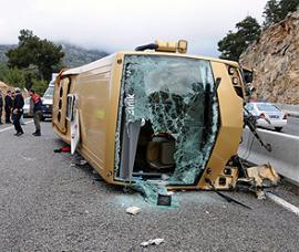 США пассажирский автобус врезался в стену банка
